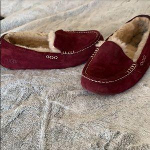 Ugg wine color slipper